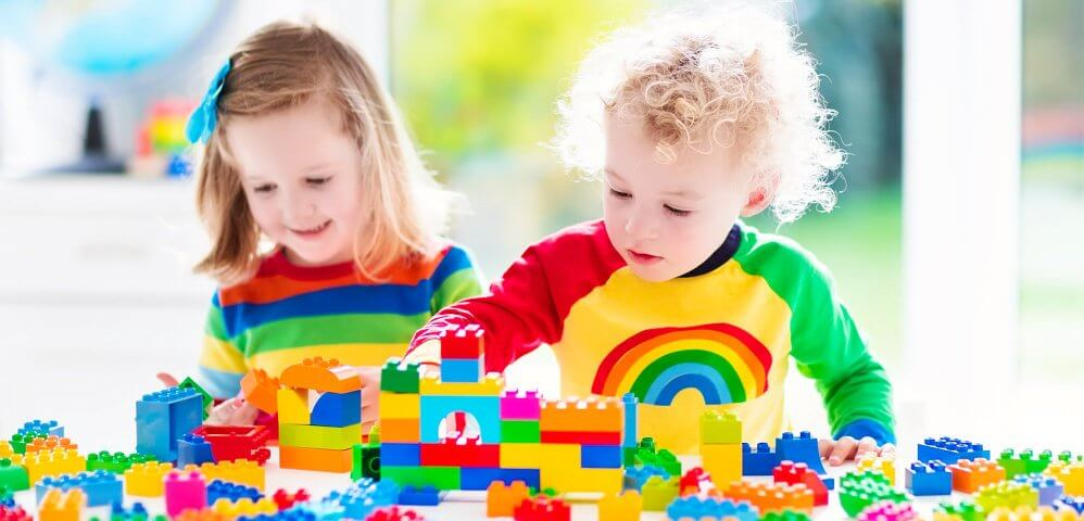 kids playing blocks